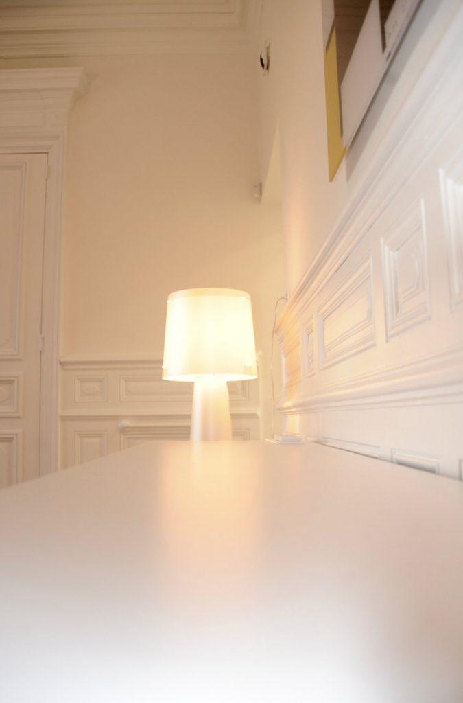 lampe Salle de soins du cabinet dentaire Richard Garrel a Avignon dans le Vaucluse. Implant dentaire et pose d'implants dentaires