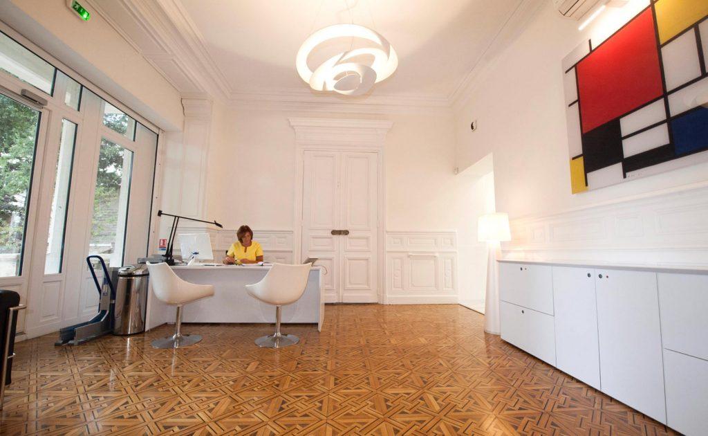 salle d'attente Salle de soins du cabinet dentaire Richard Garrel a Avignon dans le Vaucluse. Implant dentaire et pose d'implants dentaires