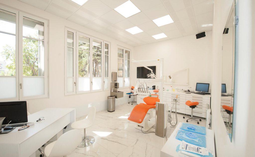 Salle de chirurgie du cabinet dentaire du Docteur Richard Garrel