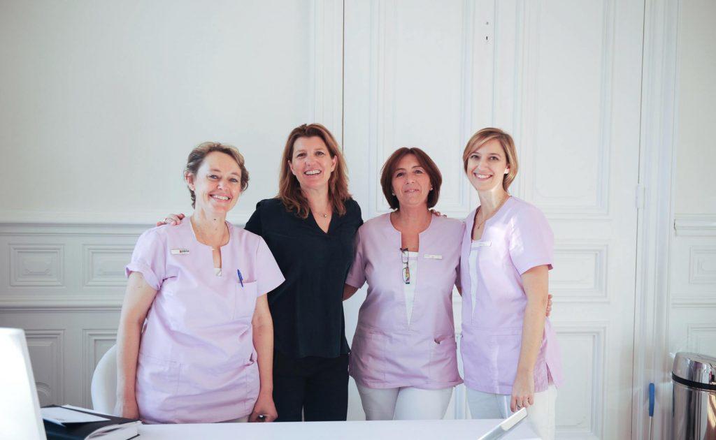 Salle de soins du cabinet dentaire Richard Garrel à Avignon dans le Vaucluse. Implant dentaire et pose d'implants dentaires