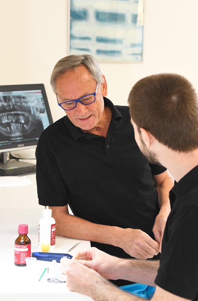 Salle-de-soins-du-cabinet-dentaire-Richard-Garrel-a-Avignon-dans-le-Vaucluse.-Implant-dentaire-et-pose-d-implants-dentaires