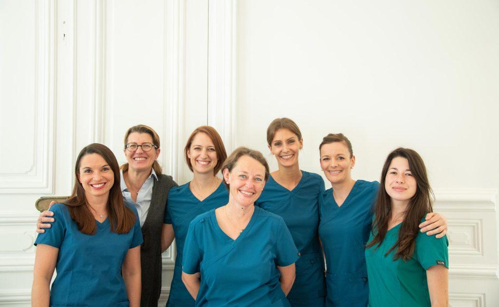 l-equipe-chirugien-dentiste-assistante-et-coordinatrice-dentaire-richard-Garrel-implant-parodontologie-avignon-Vaucluse-84000
